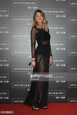 Черное платье из шифона и кружевного трикотажа