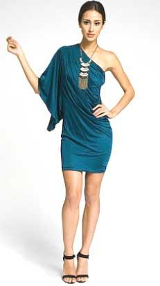 Нарядные короткие коктейльные платья станут идеальным вариантом.