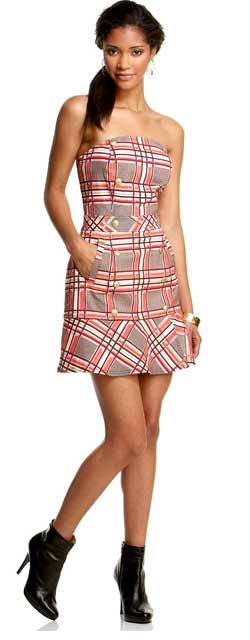 малиновое платье с ярко малиновыми колготками