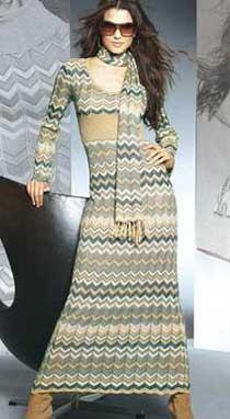 Яркое длинное платье с рисунком
