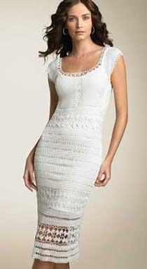 Белое облегающее трикотажное платье