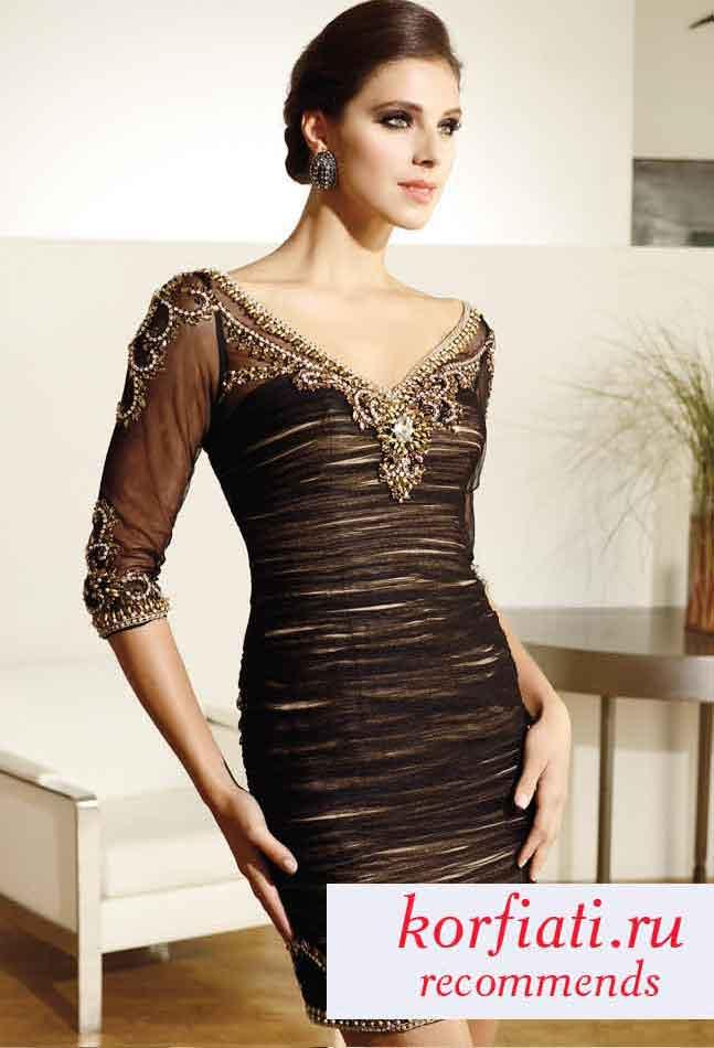 Платье с декольте