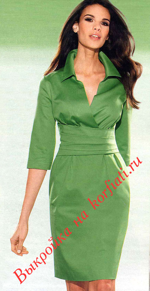 Модель зеленого платья с поясом кушаком