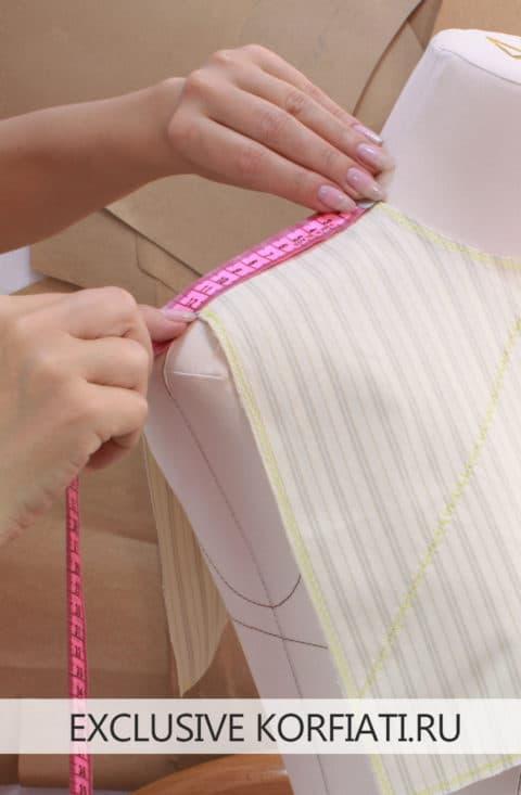 Снятие мерок при помощи плечевой накладки