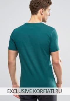 Мужская футболка вид сзади
